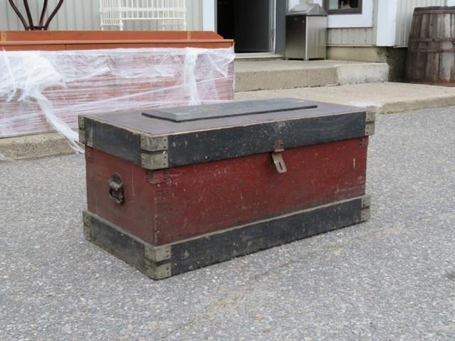Ancien coffre d'outils 1