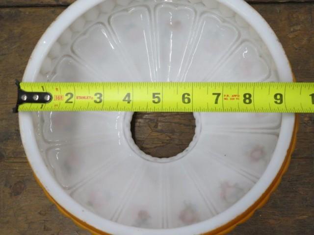 Globes, abats-jour le blanc en arrière vendu 4