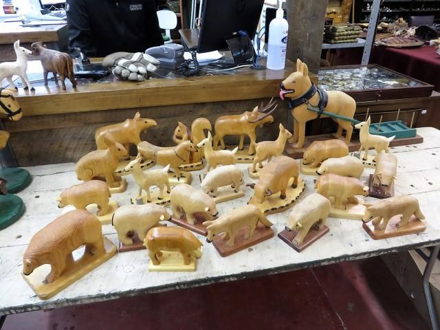 Lot de sculptures en bois signées Clément fournier 1