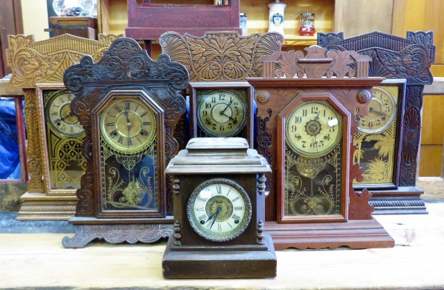 plusieurs horloges antiques en inventaire. Black Bedroom Furniture Sets. Home Design Ideas
