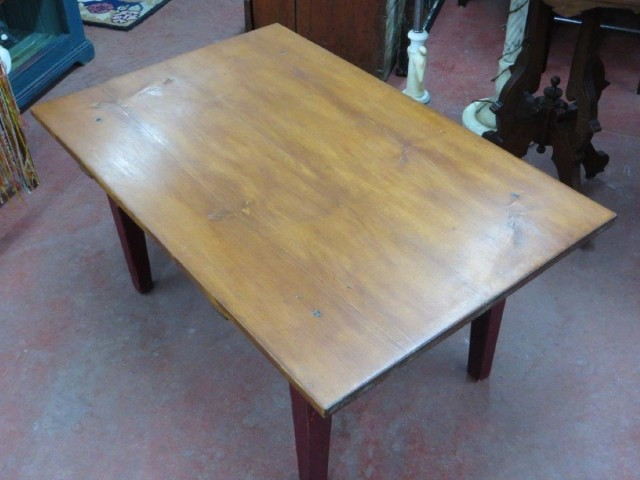 petite table de salon couleur d 39 origine. Black Bedroom Furniture Sets. Home Design Ideas