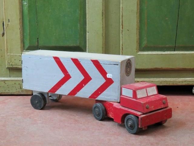 Ancien jouet, camion en bois 1