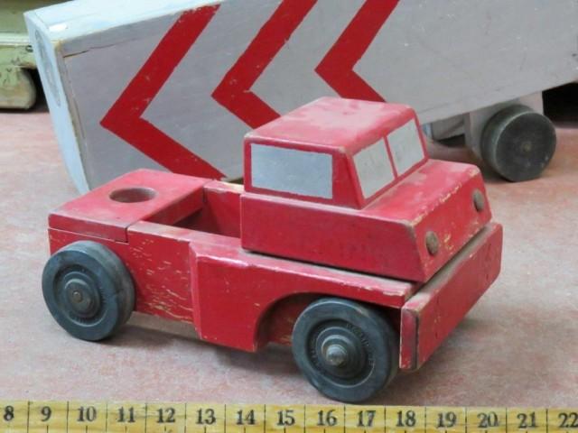 Ancien jouet, camion en bois 3