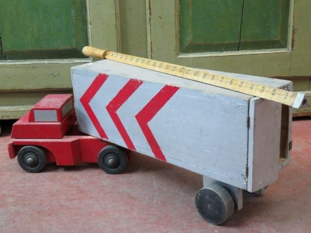Ancien jouet, camion en bois 2