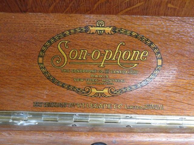 Gramophone  3