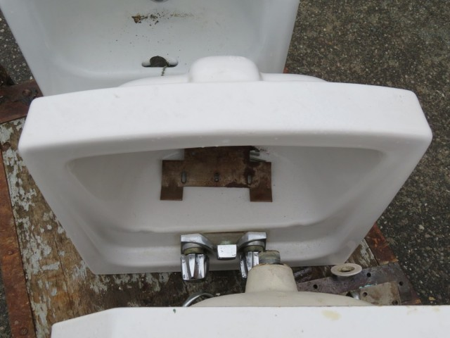 Lavabos, éviers en fonte et porcelaine 2