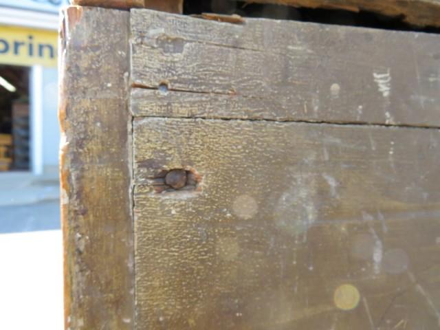 Armoire en pin, clous carrés 2