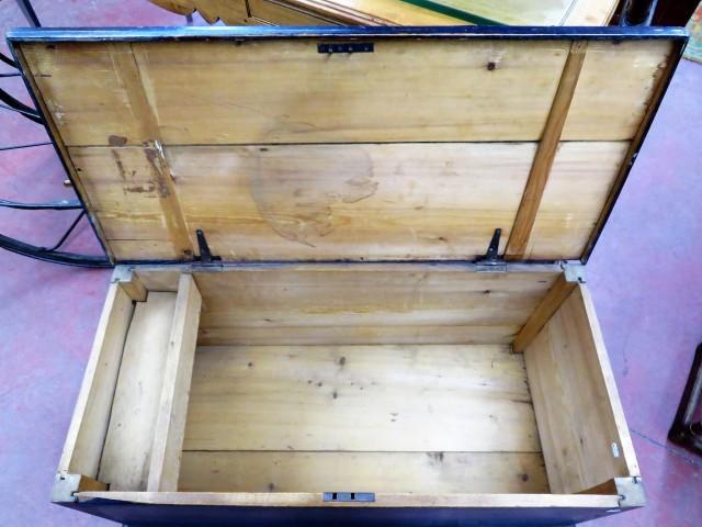 Coffre assemblé à poteaux et clous carrés 2