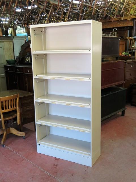Étagère bibliothèque vintage en métal 1