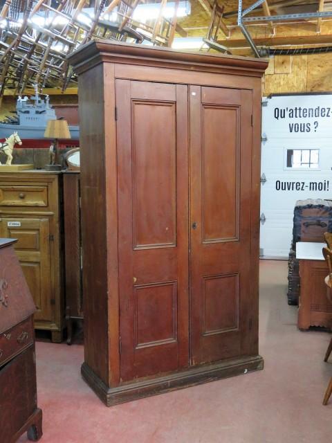 Grande armoire en pin, panneaux creux 1