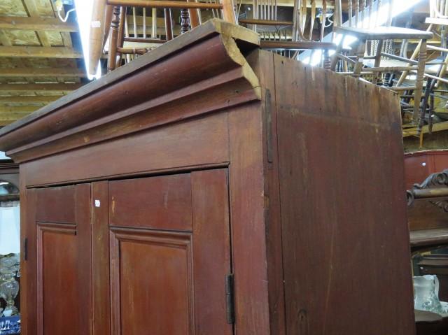Grande armoire en pin, panneaux creux 4