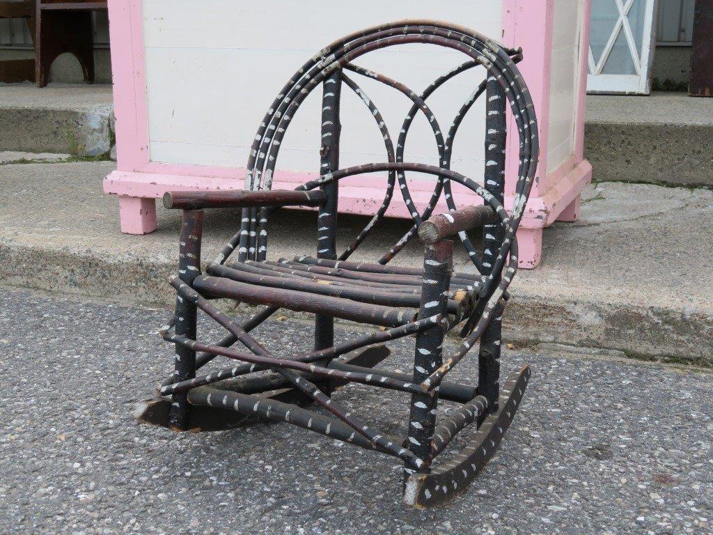Nouvel arrivage de meubles antiques et vintage antiquit for Chaise berceuse