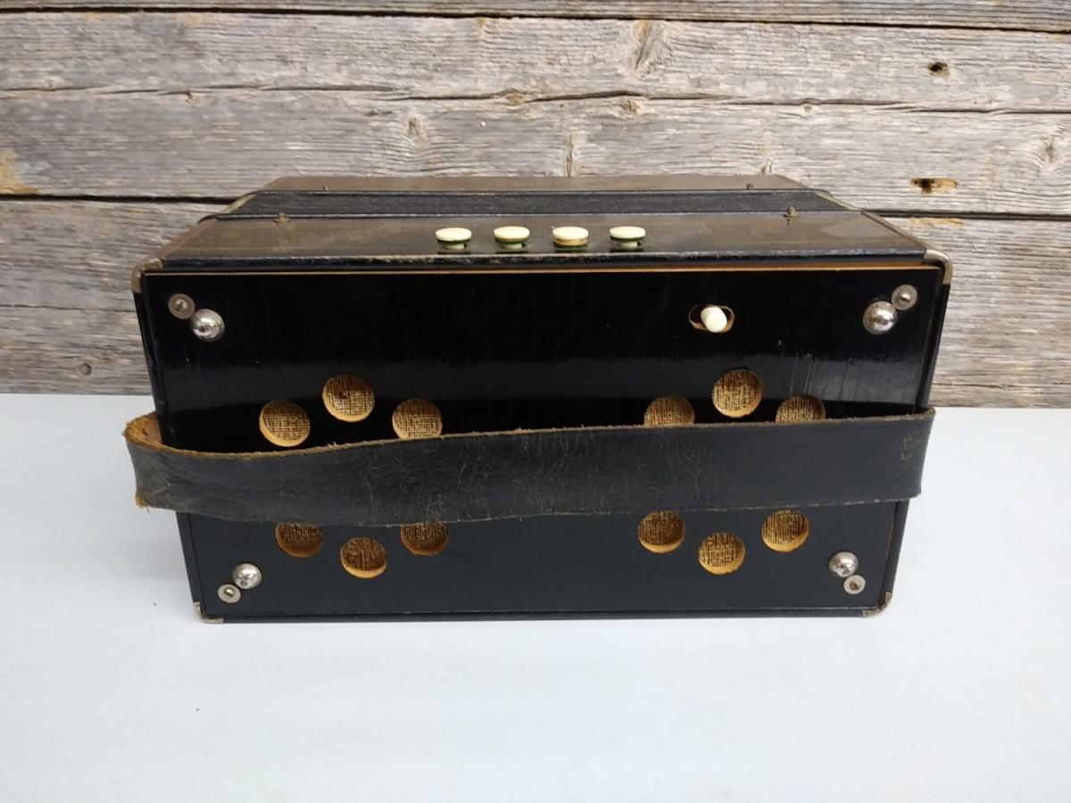 Hohner accordion 3
