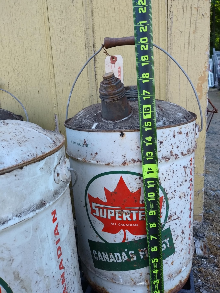 Anciens bidons d'huile, Irving et Supertest 2