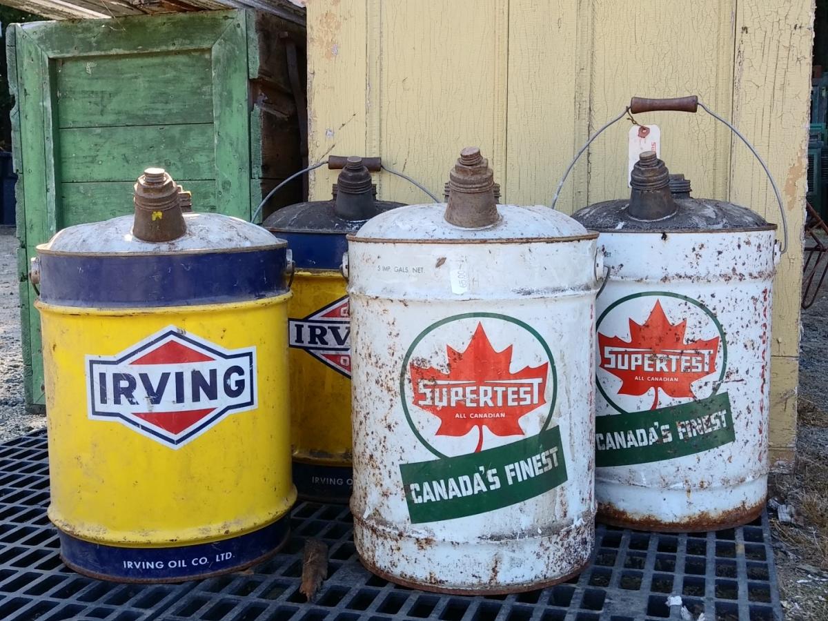 Anciens bidons d'huile, Irving et Supertest 1