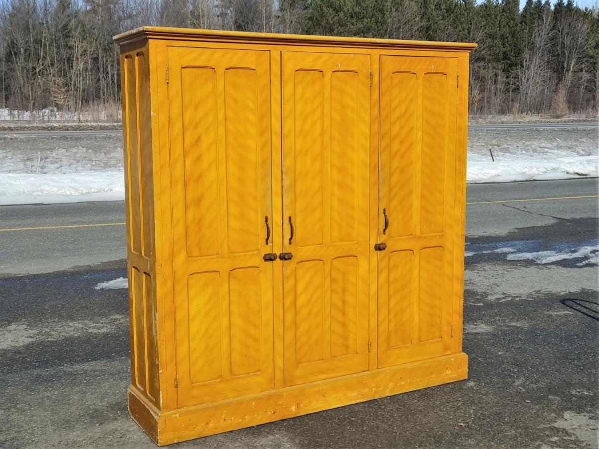 Three doors cupboard, armoire 1
