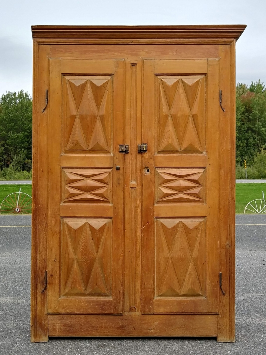 Diamond point armoire, cupboard 9