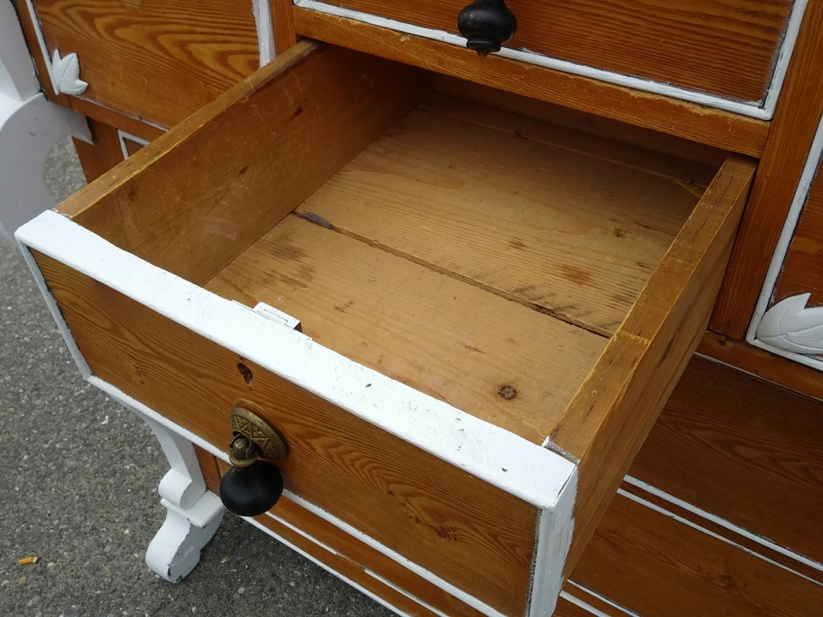 Bonnet chest of drawers 2