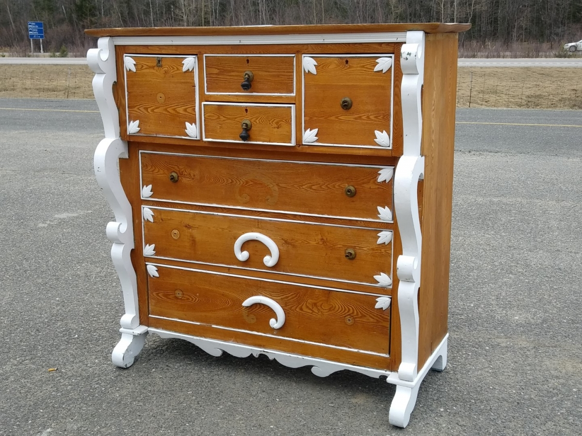 Bonnet chest of drawers 1