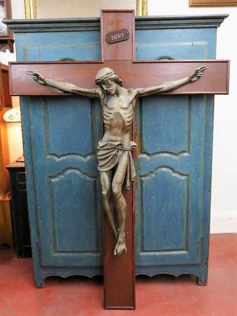Corpus du Christ finement sculpté en bois, crucifix 13
