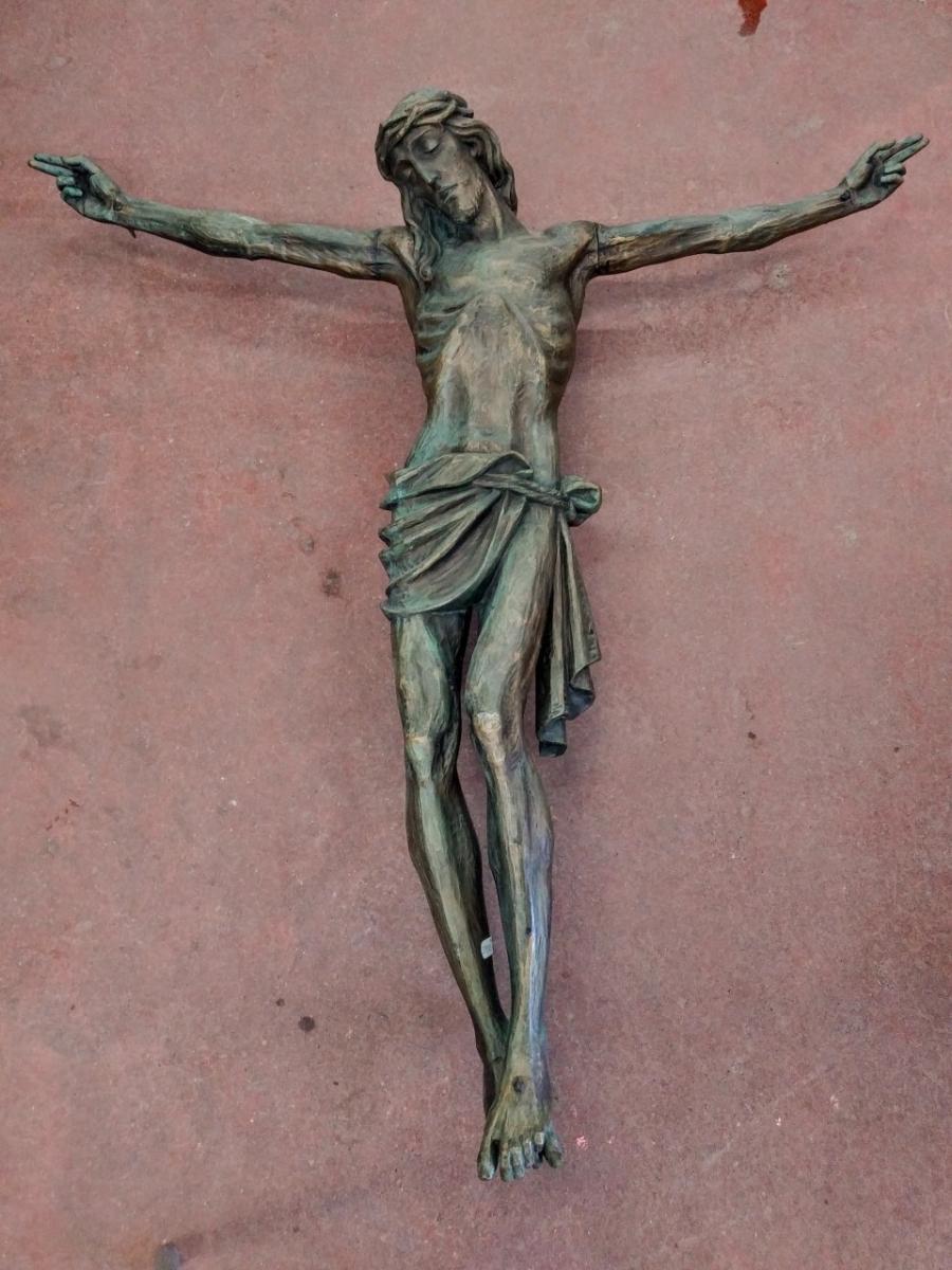 Corpus du Christ finement sculpté en bois, crucifix 1
