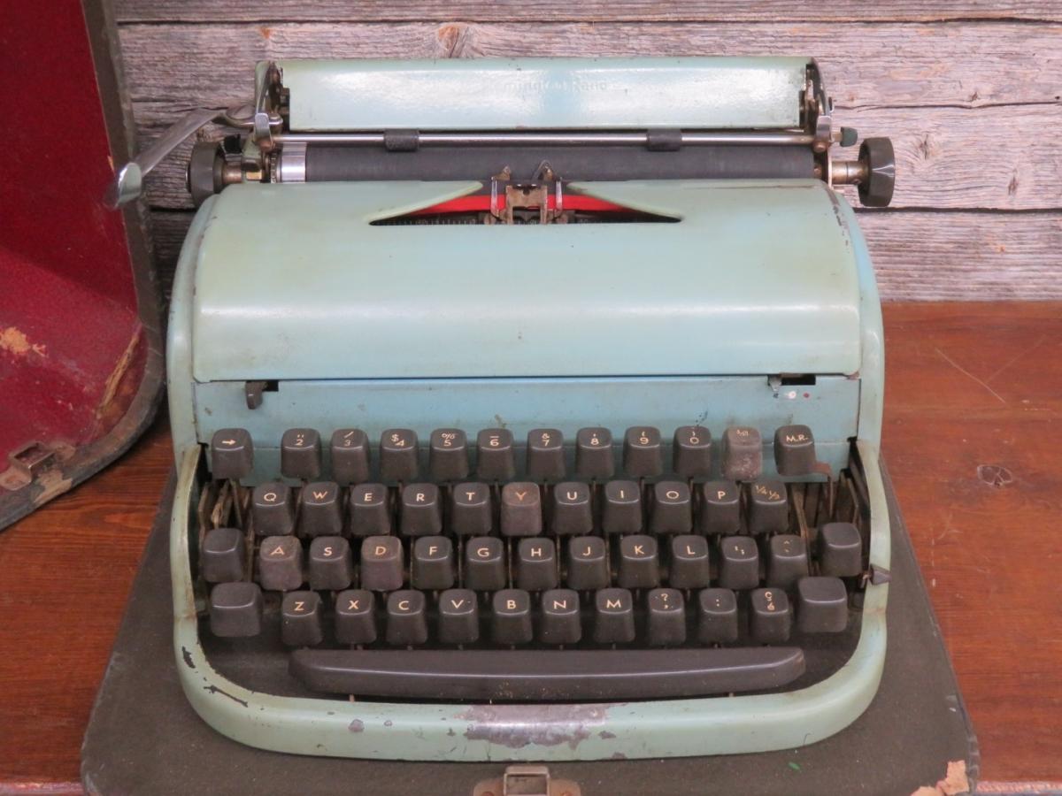 Dactylo, machine à écrire 3