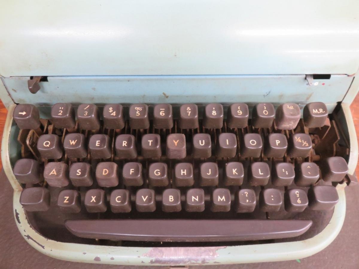 Dactylo, machine à écrire 4