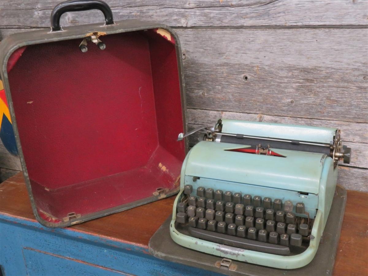 Dactylo, machine à écrire 1