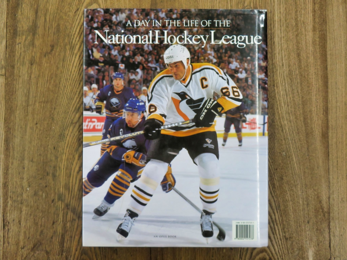 Livre, A day in the life of the National Hockey League  5