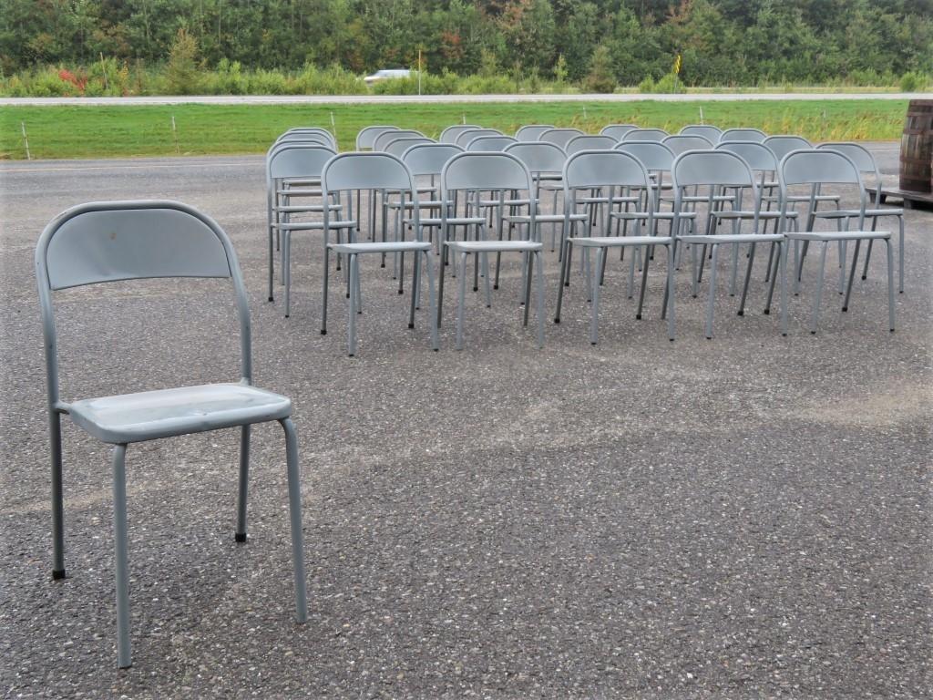 Lot de chaises en métal 1