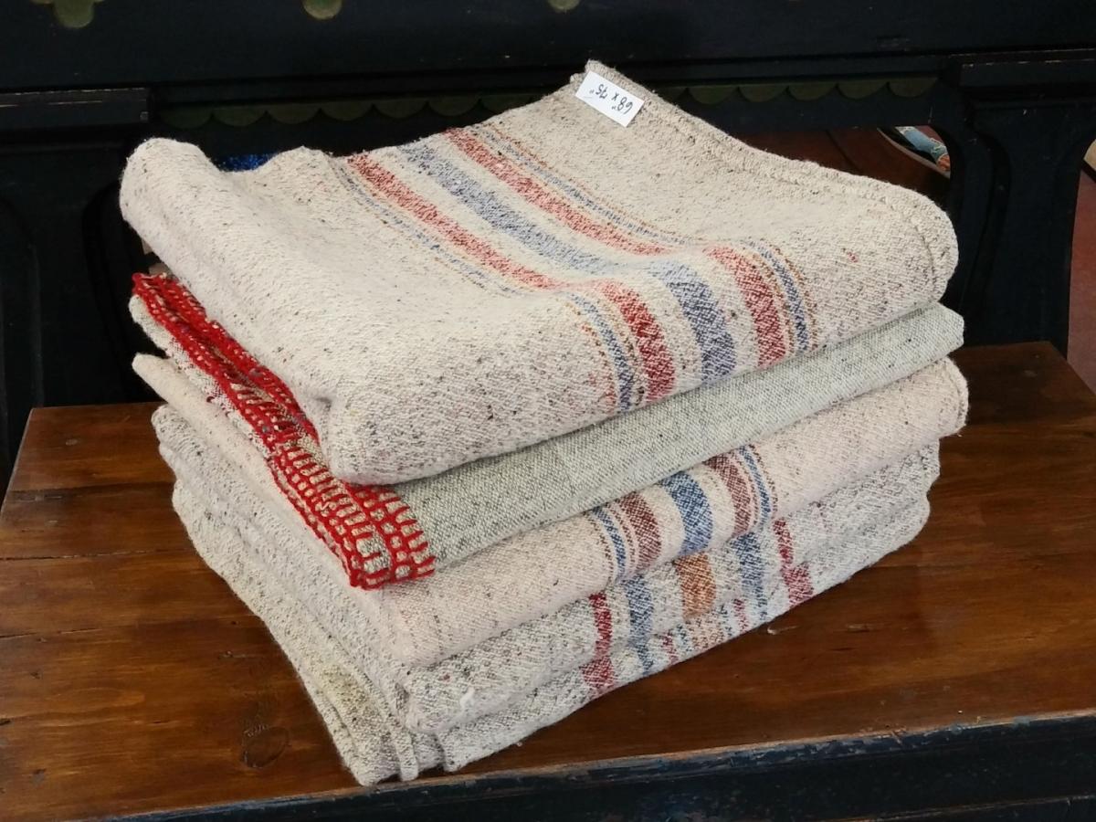 Lot de couvertures en laine 1