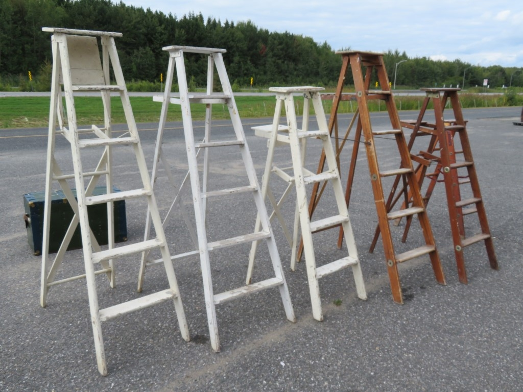 Lot of old wooden ladder 1