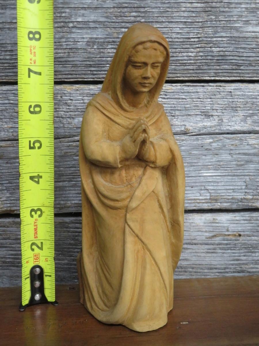 Personnages de crèche sculptés en bois d'olivier 8