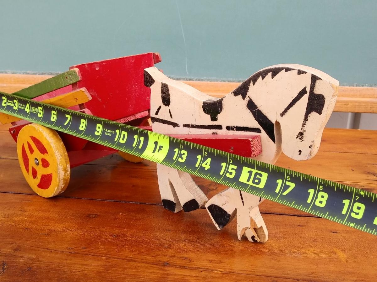 Petit jouet, cheval et sa charrette  2