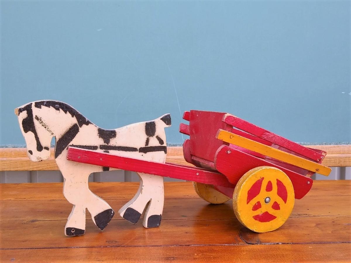Petit jouet, cheval et sa charrette  1