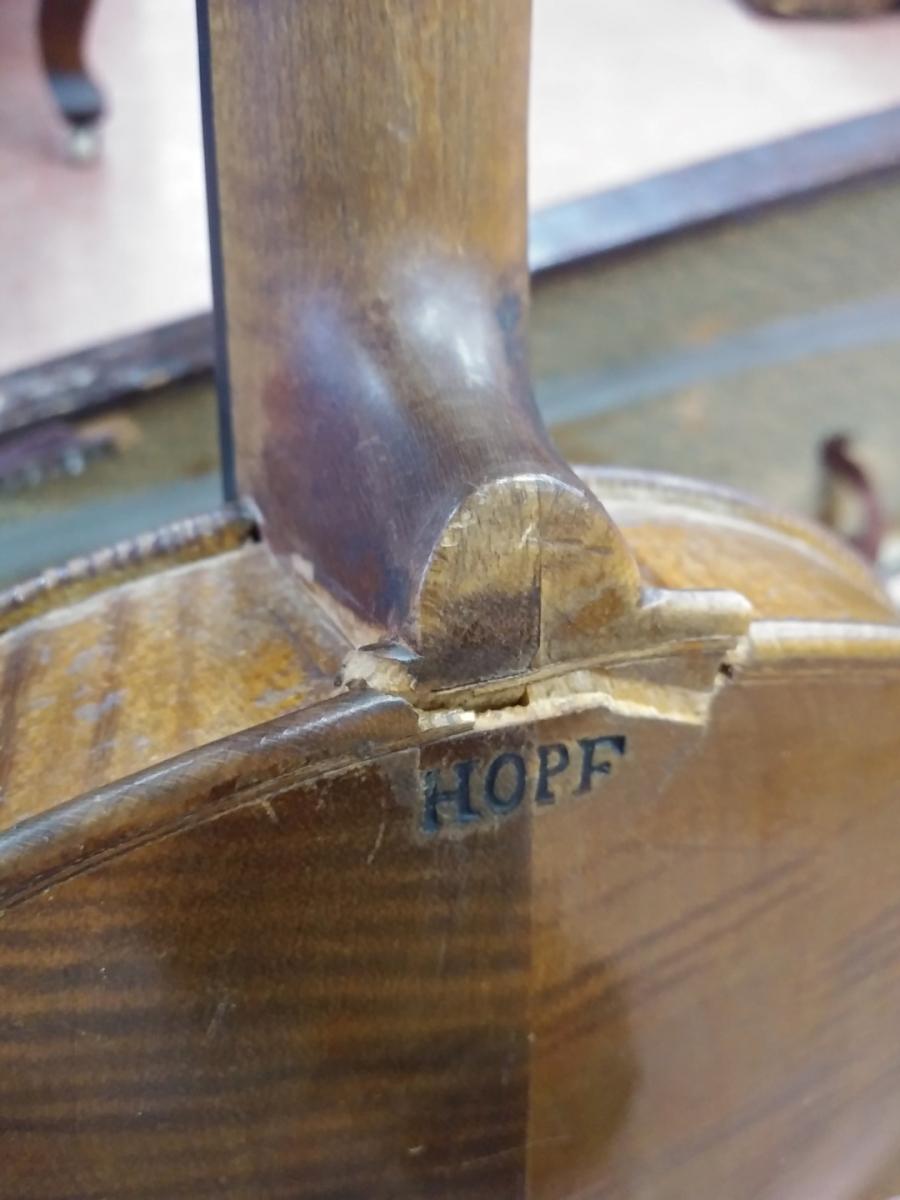 Violon, instrument de musique (brisé) 2