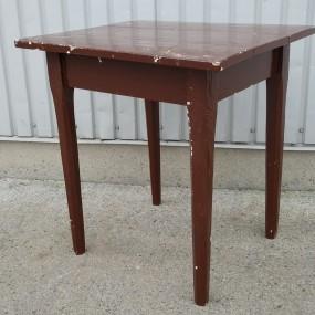 #37953 -  Petite table, pattes chanfreinées