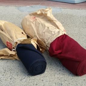 #41593 - 75$ et 85$ ch. Rouleaux de textile, rouleau rouge vendu