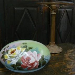 Magnifique lampe antique, abat-jour peint à la main et signé