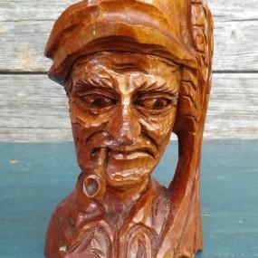 #37344 - 60$ Tasse sculptée en bois, signée Boucher