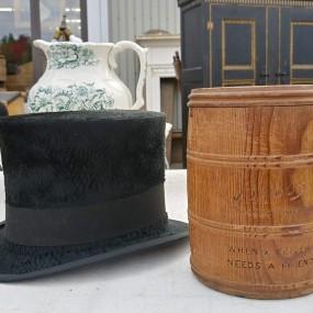 #37333 - 85$ et 55$ (Chapeau haut de forme Vendu) et tabatière Briggs