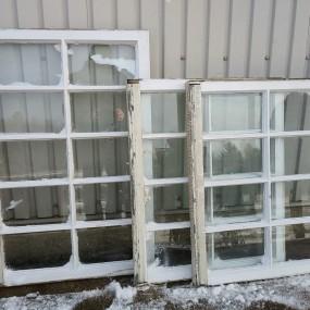 #37830 - 35$ ch. Châssis, fenêtres à carreaux