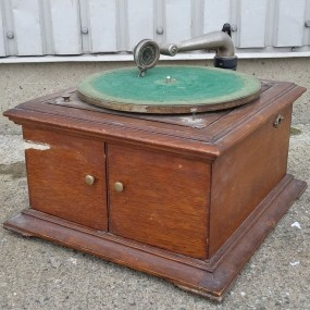 #37840 - 135$ Gramophone