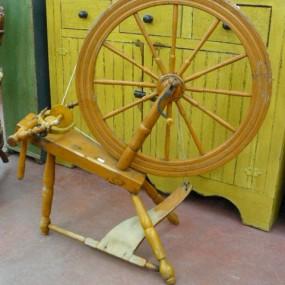 Ancien rouet antique