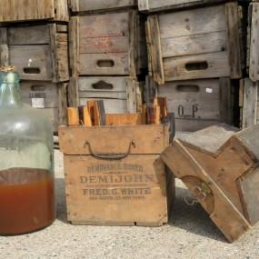 #23239 - 85$ Boîte, caisse de bois avec bouteille d'huile