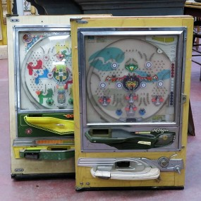 #25372 - 215$ ch. Machines à bille,  jeux, (une de disponible)