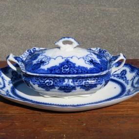 #27135 - 145$ Assiette et plat à légume, style Flow Blue
