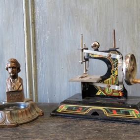 #27087 - 55$ et 85$ Cendrier et moulin à coudre miniature