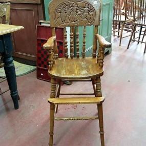 Chaise haute avec dossier pressé