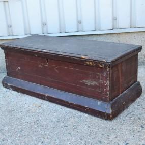 #27115 - 135$ Petit coffre, clous carrés